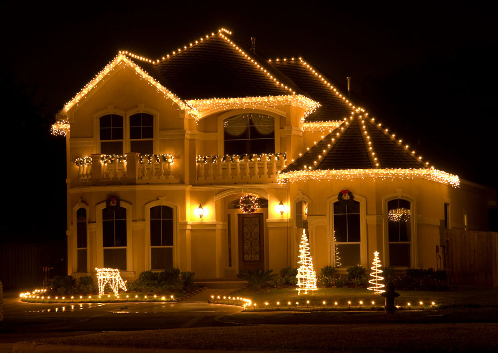Decorating Christmas Lights on Your Home